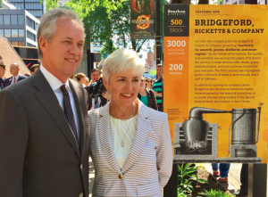 Mayor Fischer with Solid Light CEO Cynthia Torp unveiling the first marker at Sixth and Main.